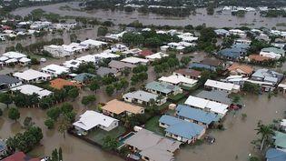 Une photo prise par les Services d'incendie et d'urgence du Queensland montre les rues inondées de Townsville, au nord-est de l'Australie, le 4 février 2019. (QUEENSLAND FIRE AND EMERGENCY SE / AFP)