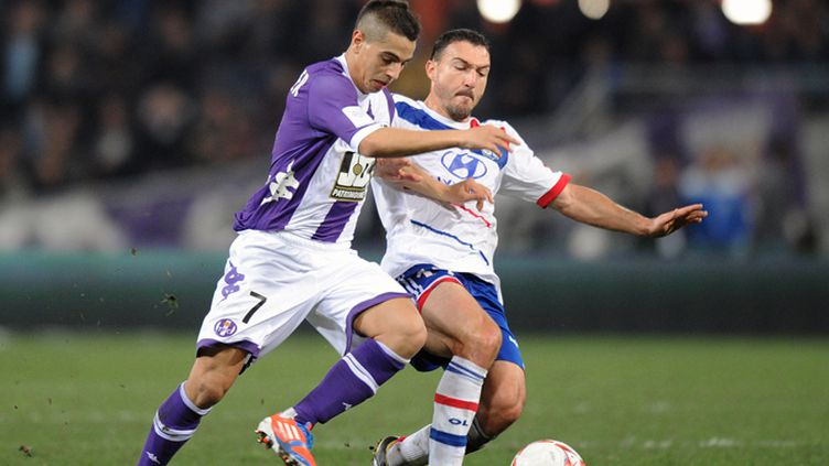 Ben Yedder (Toulouse) à la lutte avec Malbranque (Lyon)