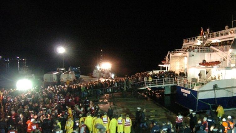 Turcs à leur arrivée à Marmaris (Turquie) après leur fuite de la Libye le 23/02/2011