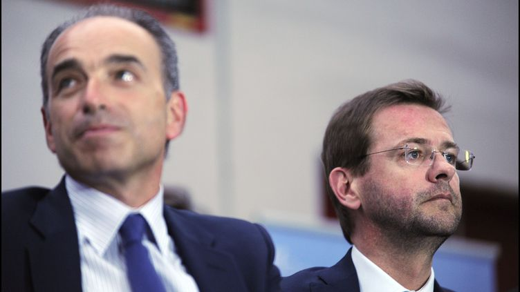 Le député-maire de Meaux, Jean-François Copé, et son directeur de cabinet, Jérôme Lavrilleux, lors d'un meeting à Evreux (Eure), le 24 mai 2014. (ERIC BAUDET / SIPA)