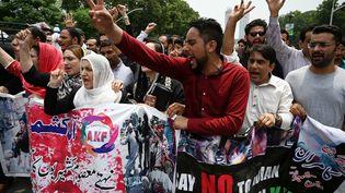 Des manifestants du Cachemire à Islamabad (Pakistan), le 5 août 2019. (AAMIR QURESHI / AFP)