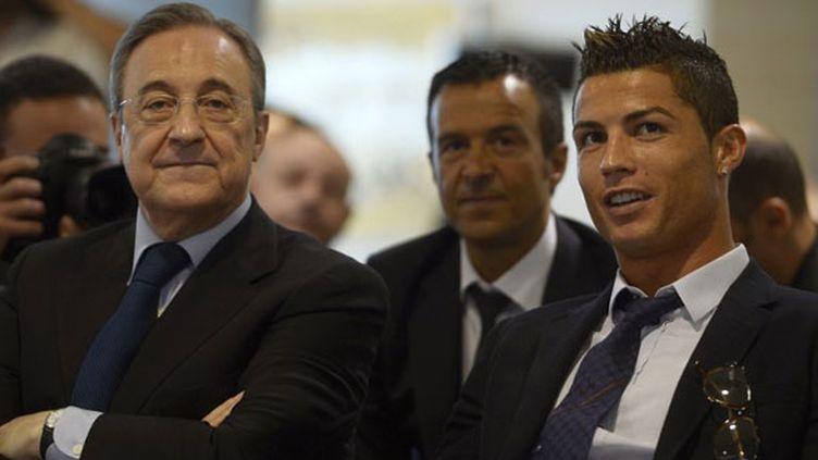 Le président du Real Madrid Florentino Pérez et la star portugaise Cristiano Ronaldo
