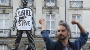 Un hommage à Steve Maia Caniço à Nantes le 12 septembre 2019. (SEBASTIEN SALOM-GOMIS / AFP)