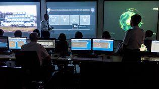 Une présentation de la stratégie de défense spatiale est faite sur une base près de Lyon, le 25 juillet 2019. (NICOLAS LIPONNE / NURPHOTO / AFP)