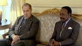 Quand Omar Bongo finançait les partis politiques français (FRANCE 2 / FRANCETV INFO)