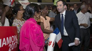 Benoît Hamon en déplacement en Guadeloupe le 11 mars. (HELENE VALENZUELA / AFP)
