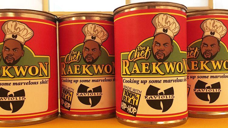 Les boîtes de raviolis Raekwon The Chef signées de l'artiste Dre Noble, exposées au Wu Lab au centre hip hop La Place à Paris jusqu'au 18 mai 2017.  (Laure Narlian / Culturebox)