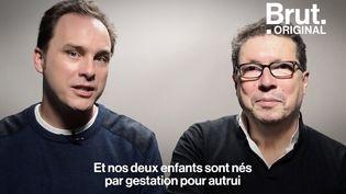 """VIDEO. """"Je suis très fier de cette famille"""" : Pères de deux enfants issus de GPA, ils racontent (BRUT)"""