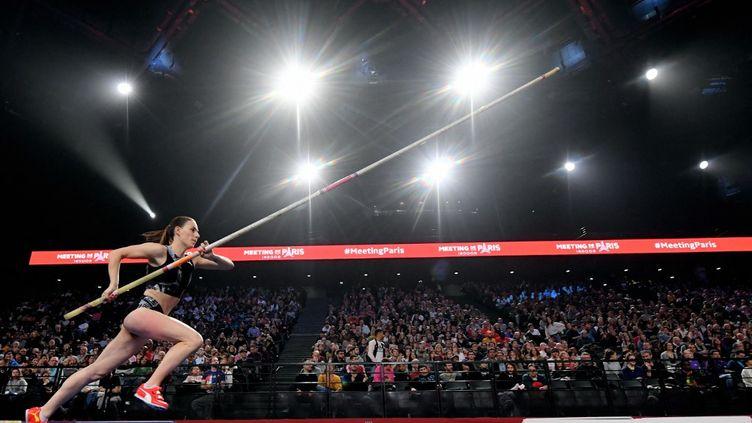 La perchiste française Ninon Guillon-Romarin, le 2 février 2020, lors d'un meeting d'athlétisme à Paris. (PHILIPPE MILLEREAU / KMSP / AFP)