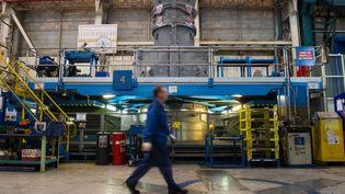 Un salarié de General Electric sur le site de Belfort, en octobre 2015. (SEBASTIEN BOZON / AFP)