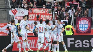 Robert Lewandowski a trouvé la faille dans la défense de Leverkusen, dimanche 17 octobre 2021. (INA FASSBENDER / AFP)