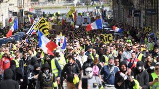"""Manifestation des """"gilets jaunes"""", dans les rues de Bordeaux, samedi 16 mars. (MEHDI FEDOUACH / AFP)"""