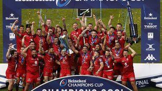 La joie des joueurs du Stade toulousain, vainqueurs de la Coupe d'Europe de rugby contre La Rochelle, à Twickenham le 22 mai 2021 (ADRIAN DENNIS / AFP)
