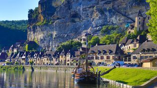 La commune de La Roque Gageac, en Dordogne. (CALLE MONTES / PHOTONONSTOP / AFP)