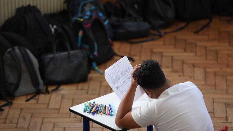 Un lycéen lors d'une épreuve du baccalauréat, le 18 juin 2018à Strasbourg(photo d'illustration). (FREDERICK FLORIN / AFP)