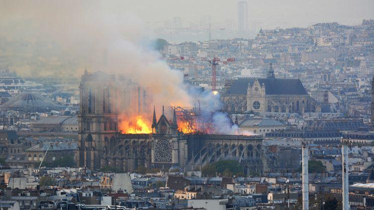 La cathédrale Notre-Dame de Paris en flammes, le 15 avril 2019. (HUBERT HITIER / AFP)