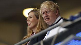 Le Premier ministre anglais, Boris Johnson, et sa femme, le 11 juillet 2021 à Wembley à Londres lors de la finale de l'Euro. (JOHN SIBLEY / AFP)