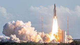 Le décollage d'Ariane 5 le 25 juillet 2018 sur la base de Kourou, en Guyane. (- / AFP)