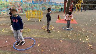 """Des écoliers de Nogent-sur-Marne, dans l'académie de Créteil qui a lancé l'opération """"30 minutes d'exercice par jour"""" dans 21 de ses écoles. (FANNY LECHEVESTRIER / RADIO FRANCE)"""