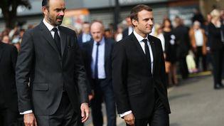Le président de la République, Emmanuel Macron, et le Premier ministre, Edouard Philippe, lors de l'hommage au prêtre Jacques Hamel un an après son assassinat par des terroristes, le 26 juillet 2016, à Saint-Etienne-du-Rouvray (Seine-Maritime). (CHARLY TRIBALLEAU / AFP)