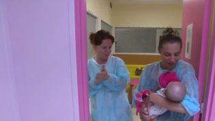 Avec la canicule, les femmes enceintes souffrent. (FRANCE 3)