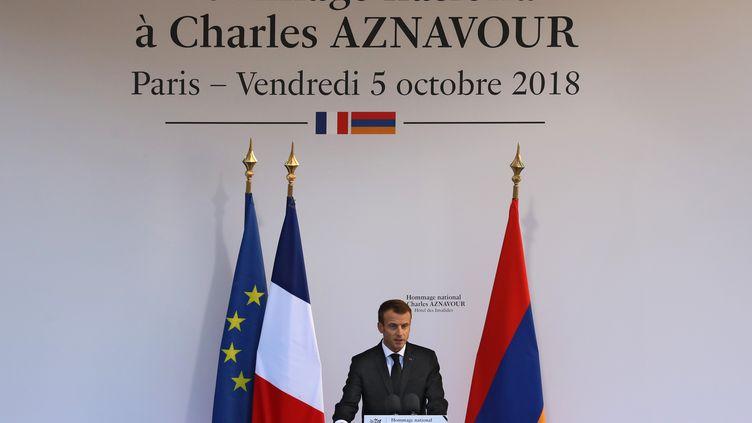 Emmanuel Macron lors de l'hommage national à Charles Aznavour aux Invalides, le 5 octobre 2018. (LUDOVIC MARIN / AFP)
