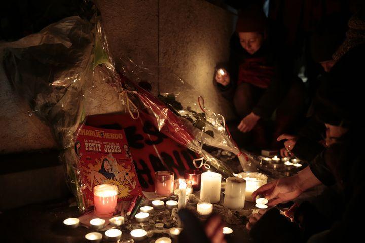 Lors de la manifestation de soutien à Charlie Hebdo, le 7 janvier 2015, place de la République à Paris. (JOEL SAGET / AFP)