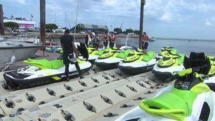 Faut-il interdire les jet-skis sur le Bassin d'Arcachon (Gironde) ? Les riverains excédés par les nuisances ont lancé une pétition. (France 3)