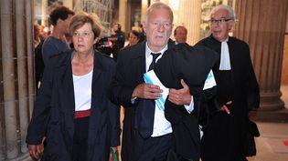 Ghislaine Marchand, Me Martial (C) et Me Ducos-Ader, au palais de justice de Bordeaux, le 24 septembre 2012. Chaque jour, un public nombreux les attend. (PIERRE ANDRIEU / AFP)