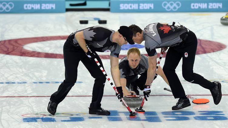Les Canadiens menés par Brad Jacobs lors de leur sacre olympique à Sotchi