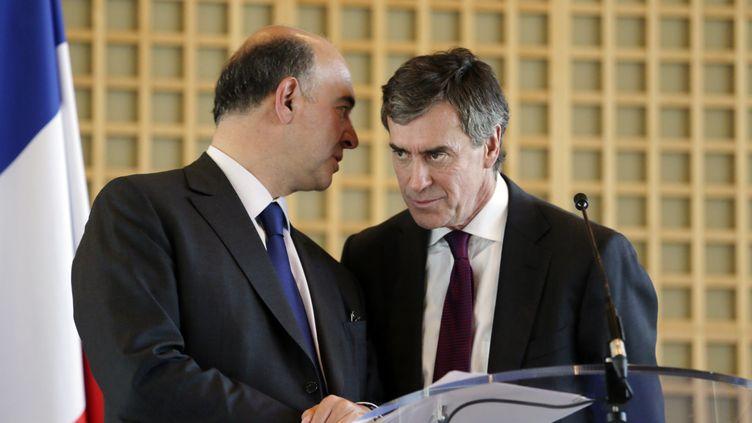 Le ministre de l'Economie, Pierre Moscovici, et le ministre du Budget, Jérôme Cahuzac, le 4 octobre 2012 à Paris. (KENZO TRIBOUILLARD / AFP)