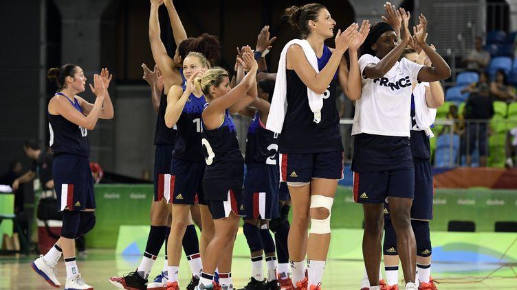 La joie des joueuses tricolores après leur victoire contre la Turquie (JAVIER SORIANO / AFP)