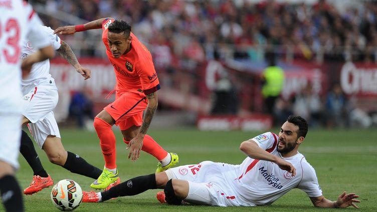Neymar taclé par Iborra (CRISTINA QUICLER / AFP)