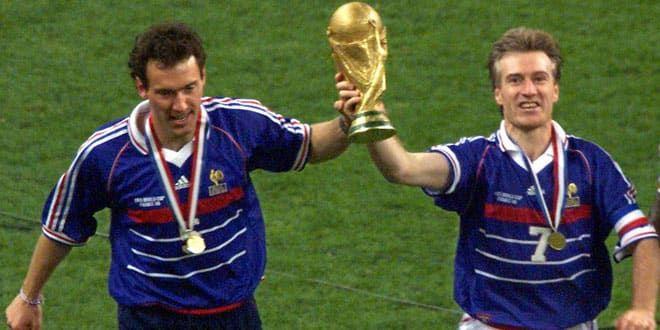 Didier Deschamps et Laurent Blanc se partagent le poids de la Coupe du monde, mais Deschamps a été le premier à la soulever