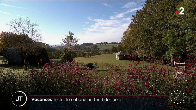 Les locations de gîtes insolites en pleine nature sont prisées à l'automne 2021 (France 2)