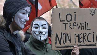 Des opposants à la loi Travail manifestent à Strasbourg (Bas-Rhin), le 9 mars 2016. (PATRICK HERTZOG / AFP)