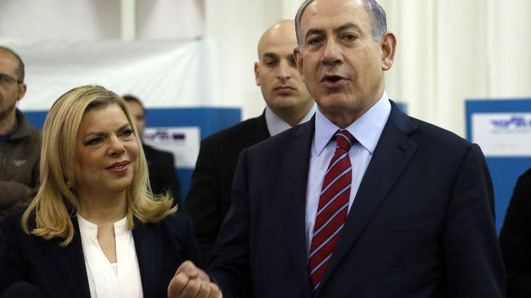 Le Premier ministre israélien BenyaminNétanayhou et son épouse Sara, le 31 décembre 2014 à Jérusalem. (GALI TIBBON / AFP)