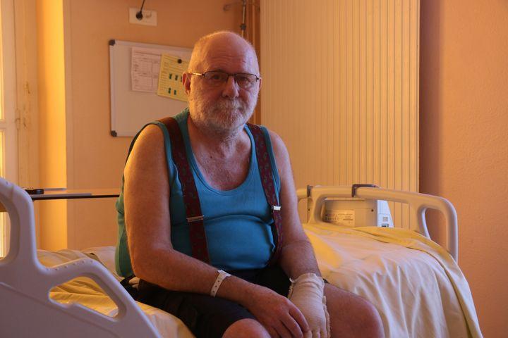 Philippe Cottereau, dans sa chambredu service de médecine physique et de réadaptation de l'hôpital Fernand-Widal, à Paris,le 21 juillet 2020. (VALENTINE PASQUESOONE / FRANCEINFO)