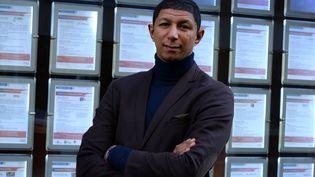 Saïd Hammouche,dirigeant du cabinet de recrutement Mozaïk RH qui met en lien recruteurs et jeunes diplômés issus de quartiers défavorisés. (ERIC PIERMONT / AFP)
