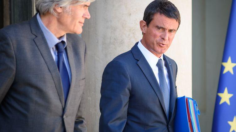 Stéphane Le Foll et Manuel Valls, le 22 août 2016, à Paris. (JULIEN MATTIA / AFP)