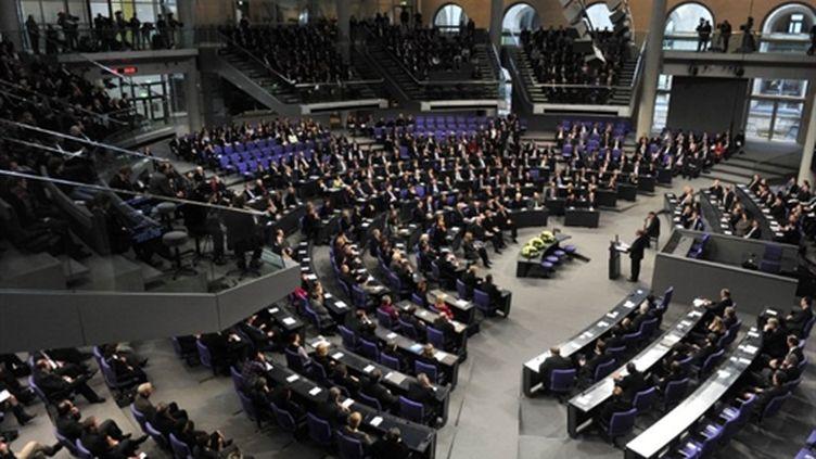 Zoni Weisz, Néerlandais d'origine rom, évoque devant le Bundestag la persécution des gens du voyage (AFP PHOTO - JOHN MACDOUGALL)