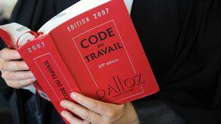 Selon un sondage OpinionWay, publié le 30 août 2017, 63% des Français estiment que le Code du travail est inadapté au monde du travail. (FRED TANNEAU / AFP)