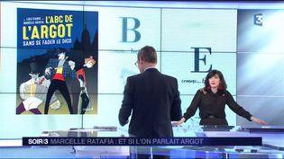 Marcelle Ratafia et la couverture de son livre L'ABC de l'argot sans se fader le dico (France 3)