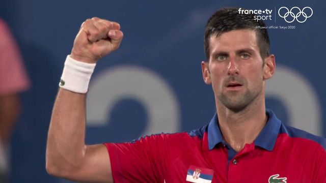 Toujours aussi impressionnant cette année, le numéro un mondial serbe Novak Djokovic n'a fait qu'une bouchée du Japonais Kei Nishikori, qui voit ses rêves de médaille à domicile disparaître en quart de finale (6-2, 6-0).