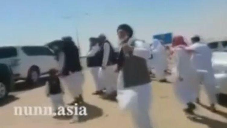 Capture d'écran des cinqtalibans arrivés le 1er juin 2014 au Qatar. (NUNN.ASIA / REUTERS)