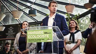 L'eurodéputé Yannick Jadot lors d'un discours après le premier tour de la primaire écologiste,le 19 septembre 2021 à Paris. (ANTONIN BURAT / HANS LUCAS)