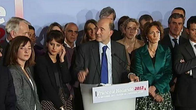 Pierre Moscovici présente l'équipe de campagne de François Hollande pour la présidentielle 2012, à la Maison de l'Amérique latine (Paris), le 16 novembre 2011. (FTVi / Nicolas Auer - France 2)
