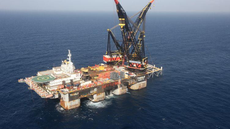 Une vue de la plateforme de gaz naturel Leviathan au large des côtes israéliennes, le 19 décembre 2019.Une partie du gaz sera exportée vers les usines de liquéfaction égyptiennes. Les deux pays ont approuvé la construction d'un nouveau gazoduc. (JACK GUEZ / AFP)