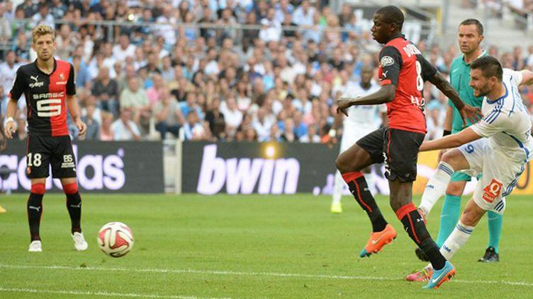 André-Pierre Gignac (Marseille) marque le 2e but face à Rennes (BORIS HORVAT / AFP)