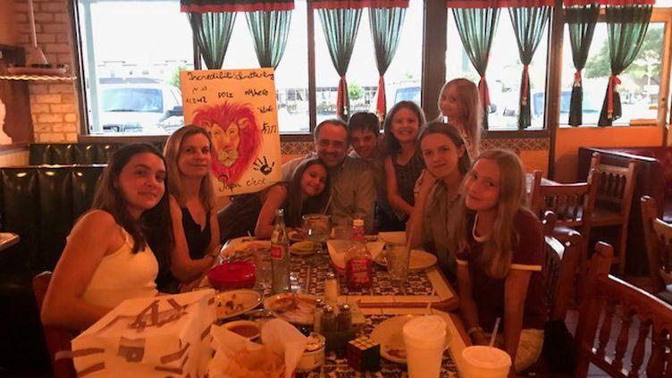 Premier repas en famille de retour à Houston pour les Bonneté (DR)